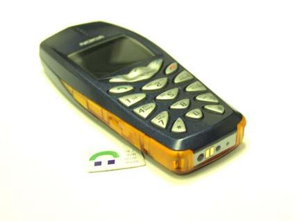 В комплект поставки для России входят сам телефон, зарядное устройство ACP-7E и две инструкции на русском и...